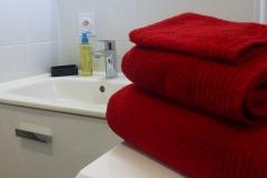 Les serviettes et les gants de toilette sont fournis